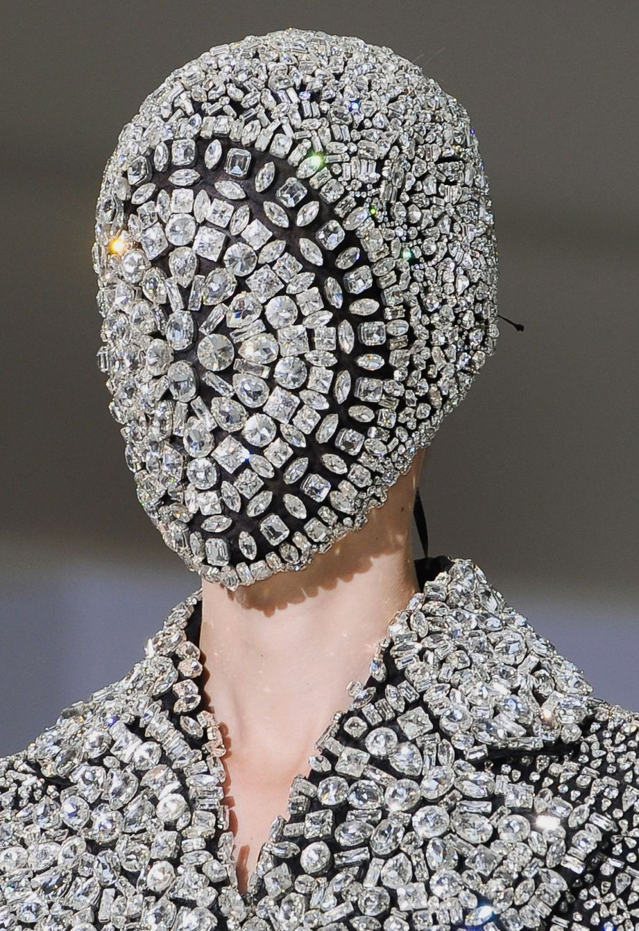 74768b675 Diamond Mask ›†› Maison Martin Margiela ›†› #fashion #avantgarde #diamond # mask #haute #couture #dark #sparkle #innovative #directional #fashion