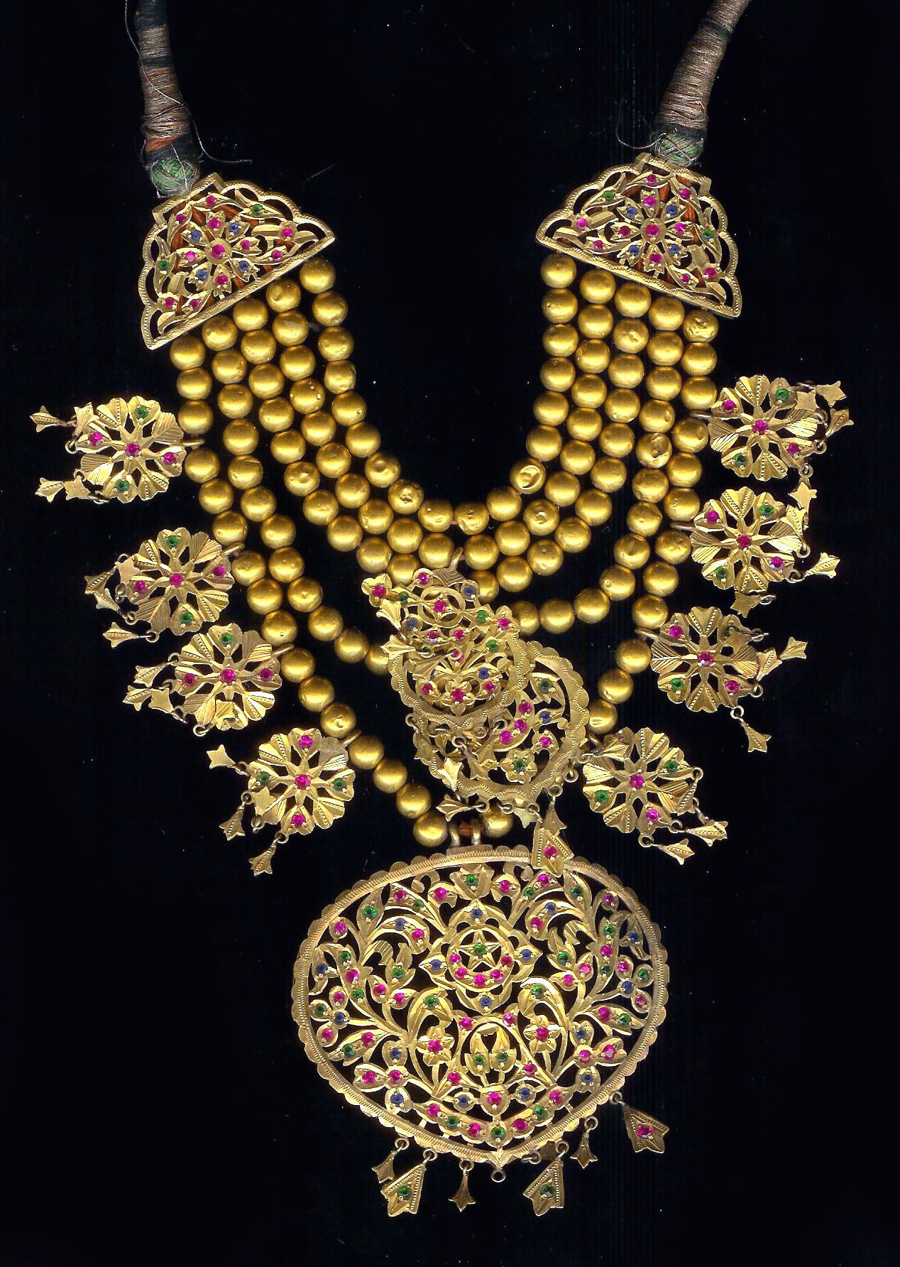 India 22k Gold Necklace With Inlaid Stones Late 19th