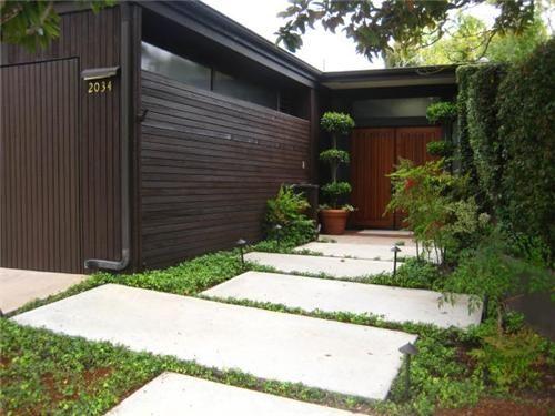 Good For A Mid Century Modern House Modern Landscaping Modern Landscape Design Mid Century Landscaping