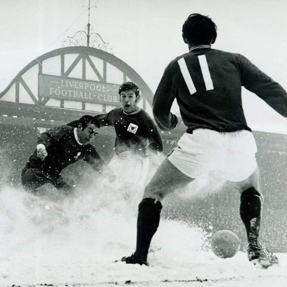Liverpool vs Nottingham Forest in the snow in 1960 #LFC #NFFC