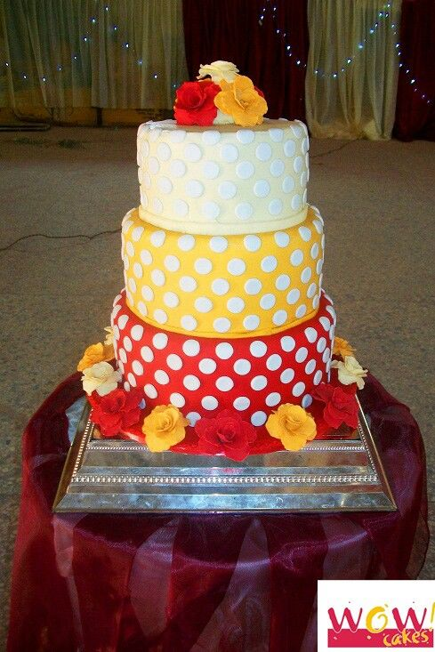 polka dot wedding cakes polka dot wedding cake ombre roses weddings from 18681