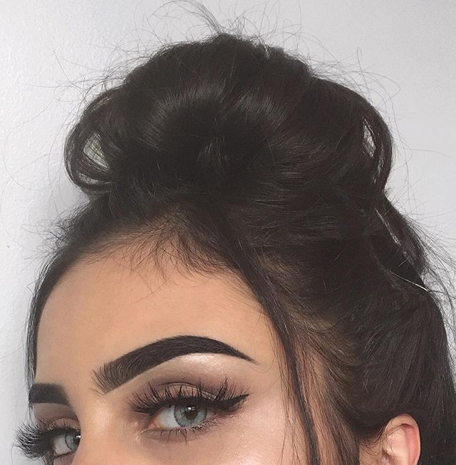 "Brows : #dipbrow ""Granite"" @anastasiabeverlyhills #anastasiabrows #anastasiabeverlyhills contact lenses from @beautyfashionq8 ✨"