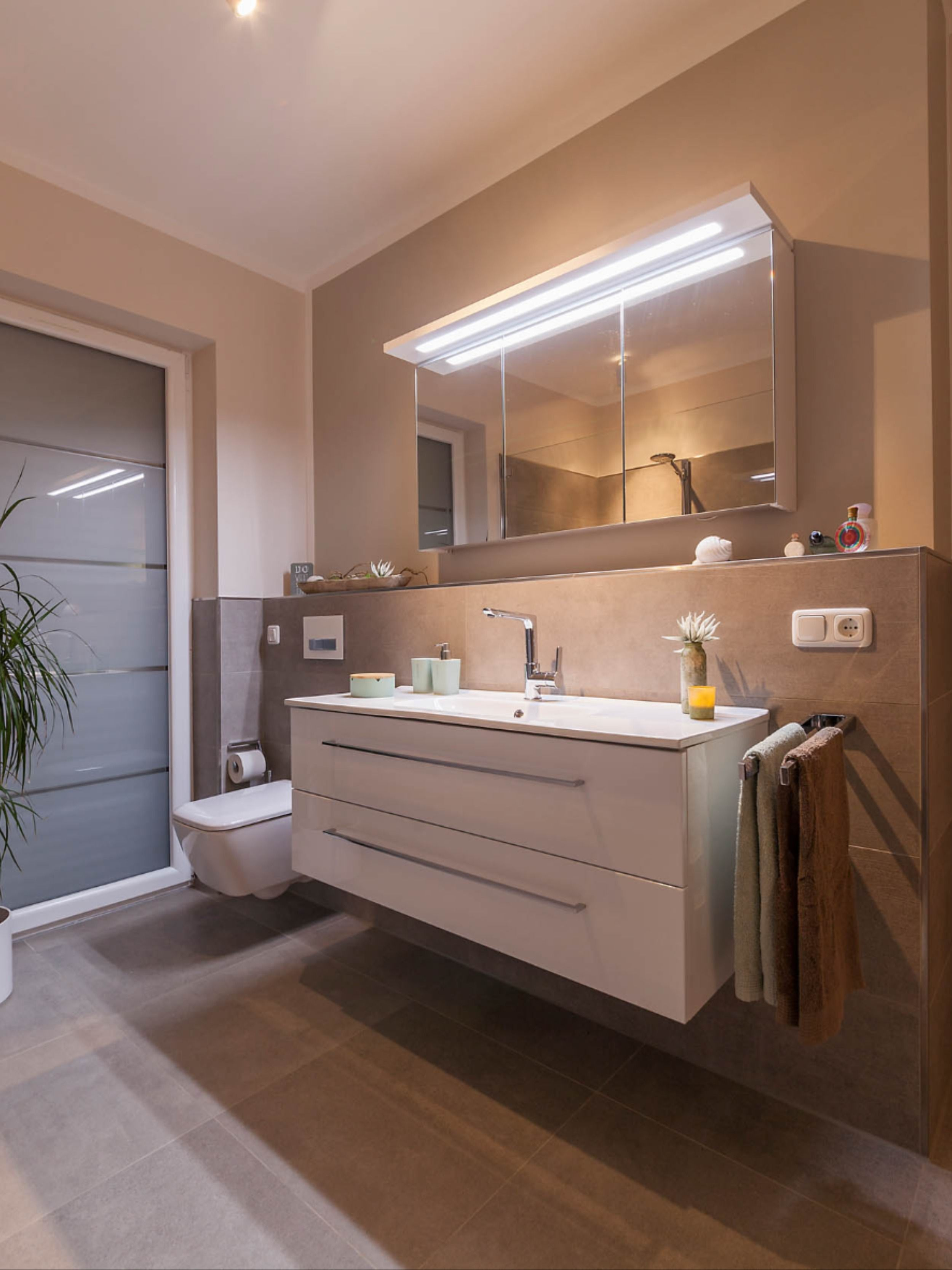 Traumbad Mit Wanne In 2020 Badezimmer Gestalten Wohnung Badezimmer Neues Badezimmer