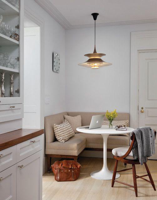 coole küche weiß mit polstersitzecke beige und Esstisch rund