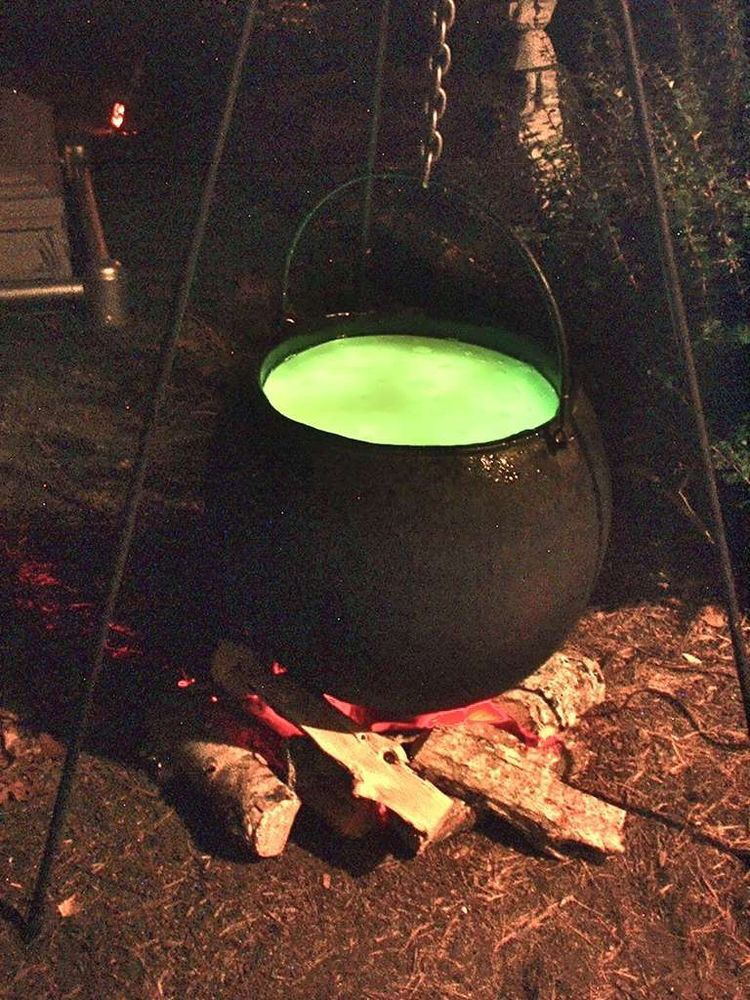Outdoor Witches Caldron Use Branches To Create Tripod To Hang Caldron From Wood Around Halloween Diy Outdoor Halloween Outdoor Decorations Halloween Camping