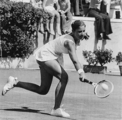 70 S Women S Tennis Chris Evert Tennis Socks W Pom Poms Chris Evert Tennis Legends The Sporting Life