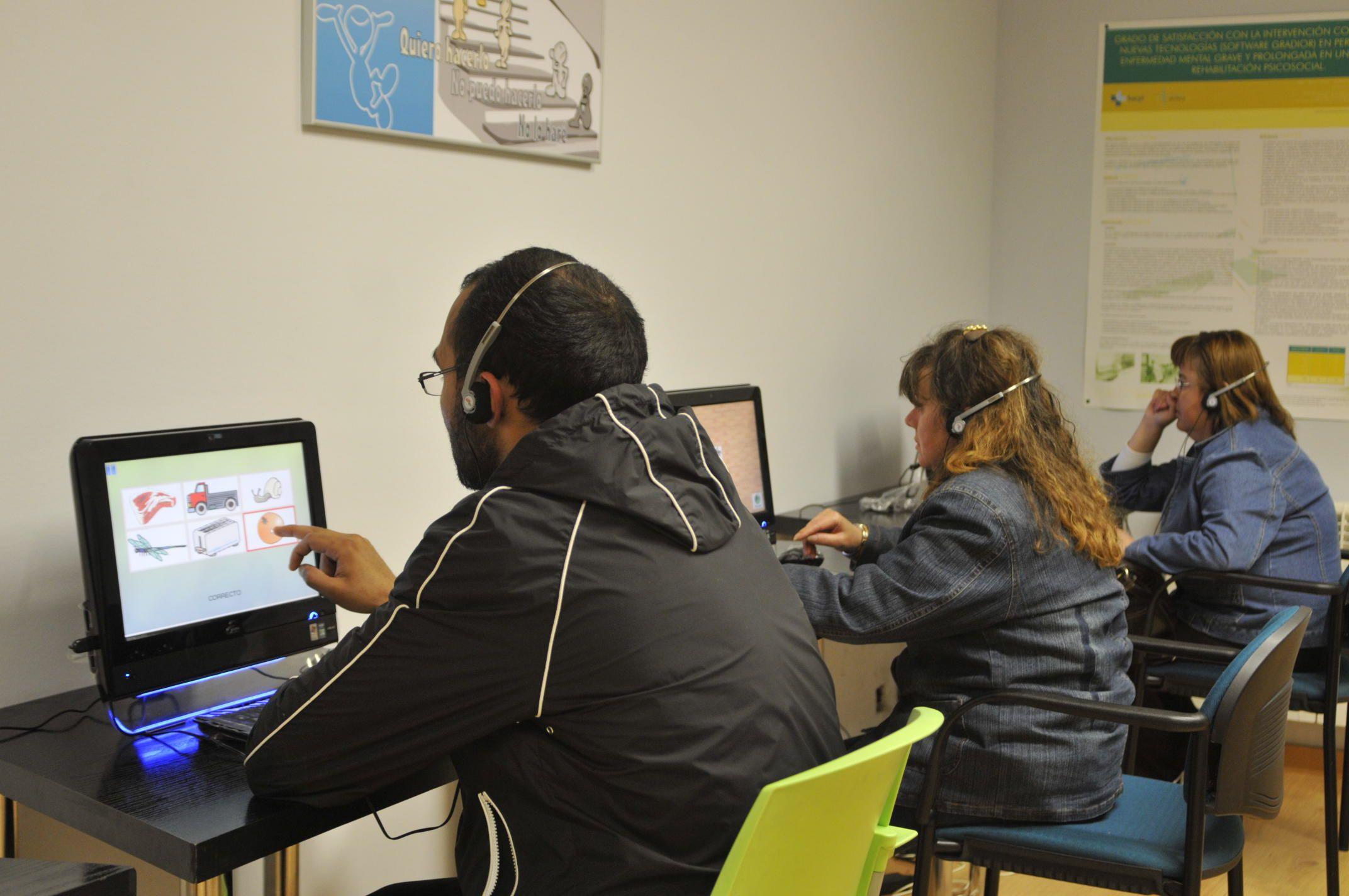 Sesión de rehabilitación cognitiva con el software Gradior en el Centro de Rehabilitación Psicosocial de Zamora