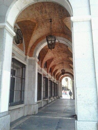 Soportales en calle de la Princesa. Madrid.