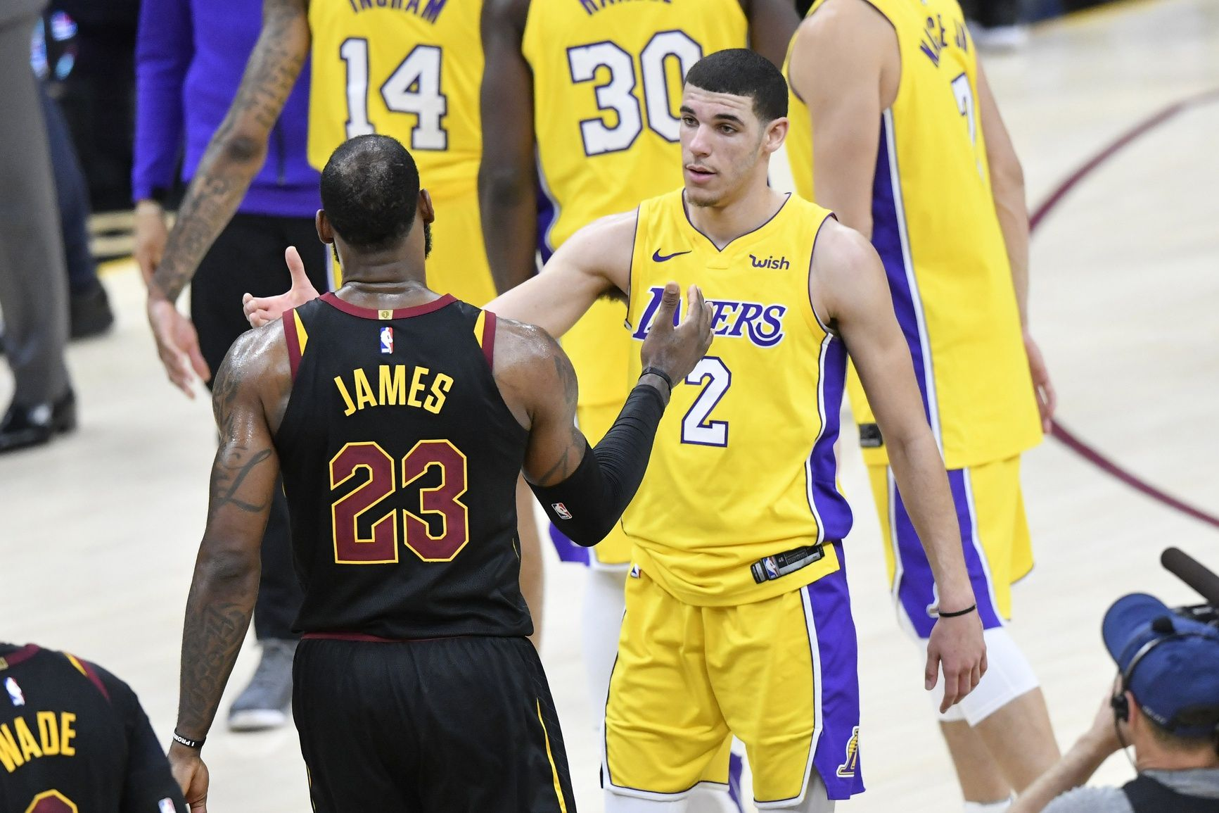 Hot mic catches what LeBron James said to Lonzo Ball