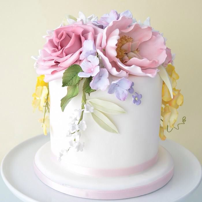 Fondant flowers on simple cake Cakes Cupcakes Pinterest