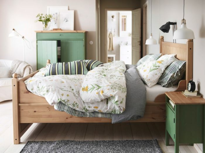 ikea möbel beistelltisch einrichtungsideen schlafzimmer bett ...