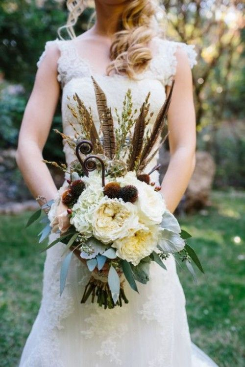 23 Textural Wedding Bouquets With Feathers | Weddingomania