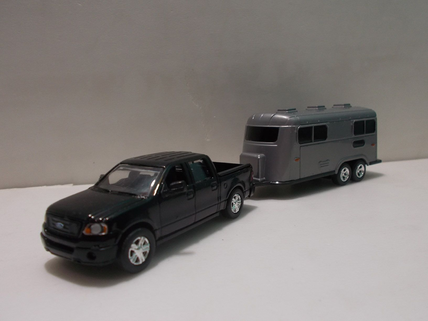 1 64 scale trucks and trailers - Motor Max Ford F 150 With Trailer 1 64 Scale