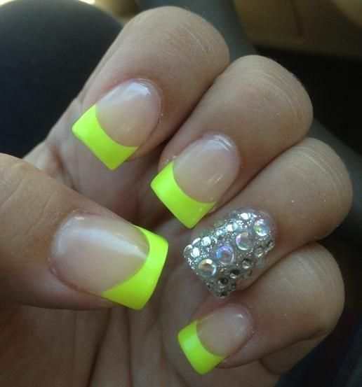 These cute neon nails are so cute and girly yet not overdone ...