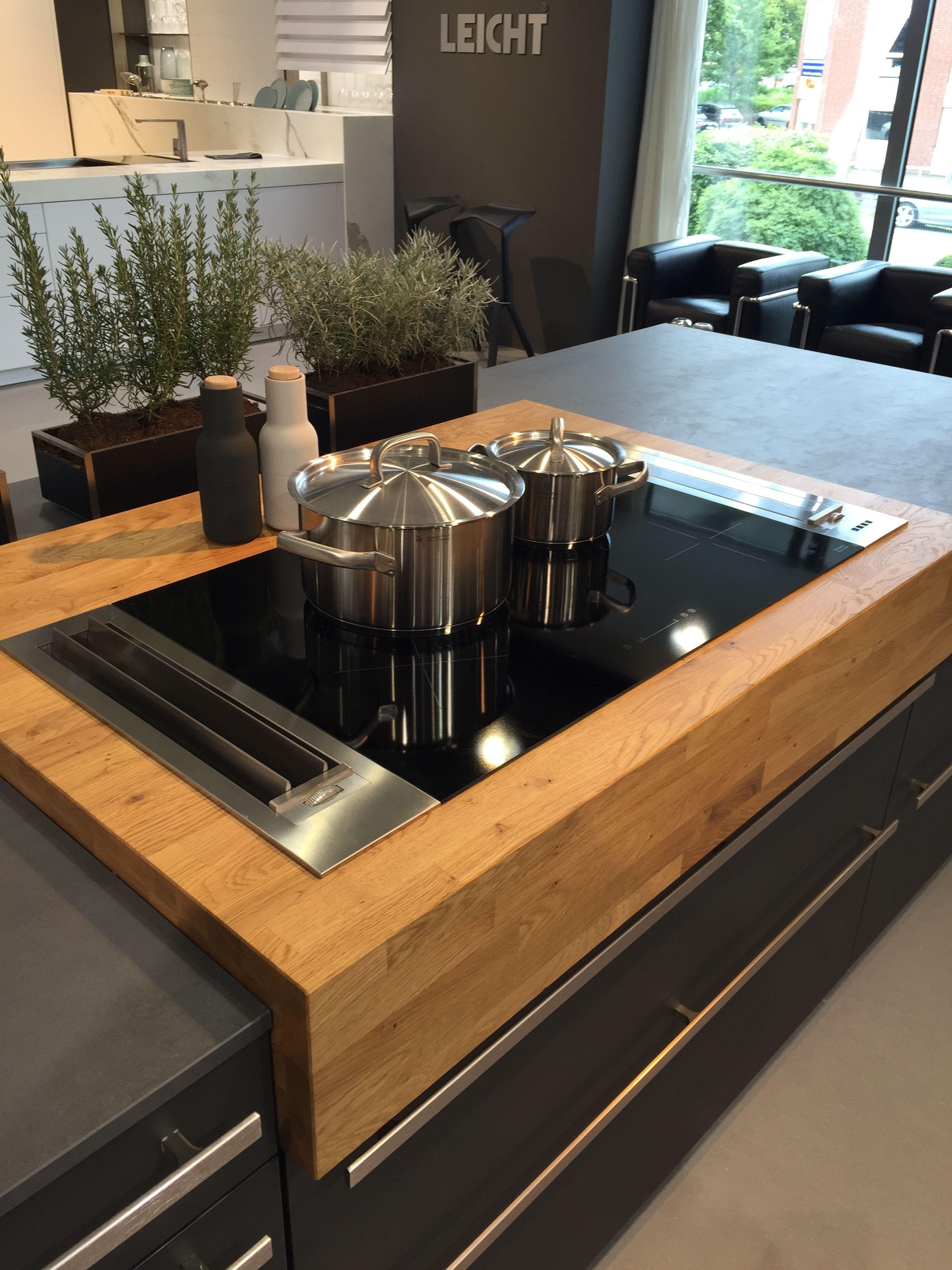 schitterend massief houten blad met inductie kookplaat en ... - Designer Chefmobel Moderne Buro