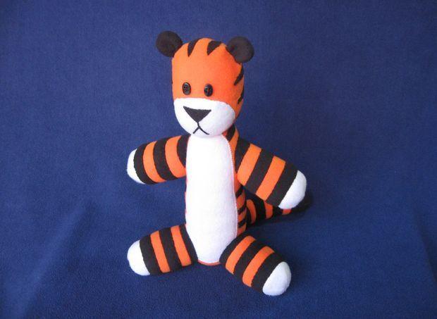 Make Your Own Stuffed Hobbes (Free Pattern!) | Selbst ist die Frau ...