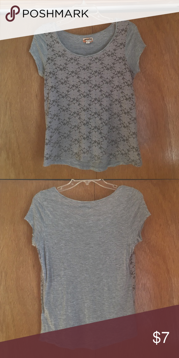 grey floral top💓 casual yet fashionable and can be dressed up and down! Mudd Tops Blouses