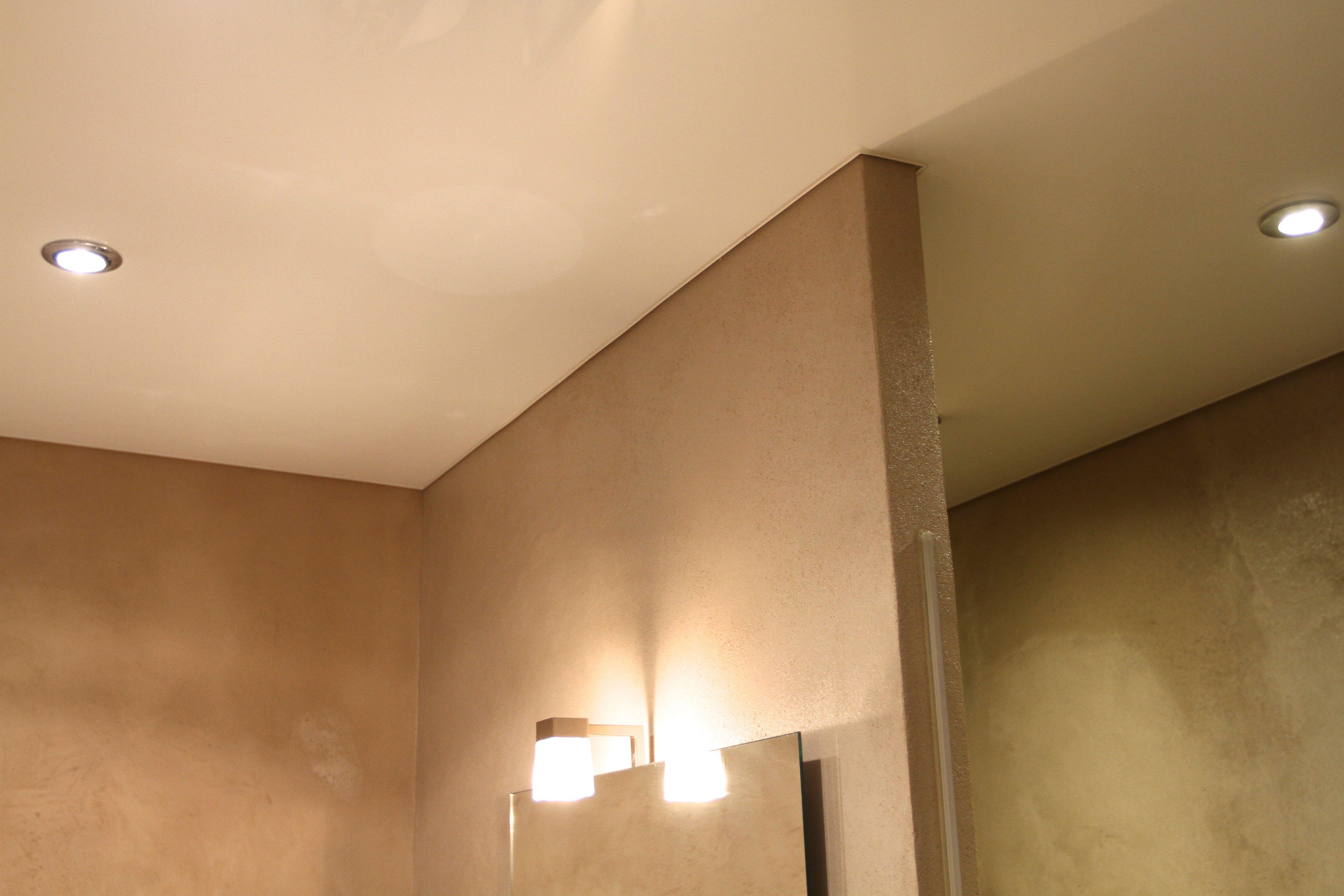 Evitez Les Moisissures Avec Les Plafonds Tendus Extenzo Dans Votre Salle De Bain Salle De Bain Plafond Tendu Le Plafond