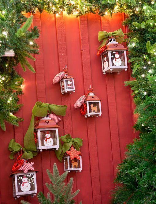 Https Decoratrix Com Img Posts 2014 12 Decorar El Exterior En Navidad Puerta Con Decoracion Navideña Balcones Jardín De Navidad Decoración Navideña Exterior