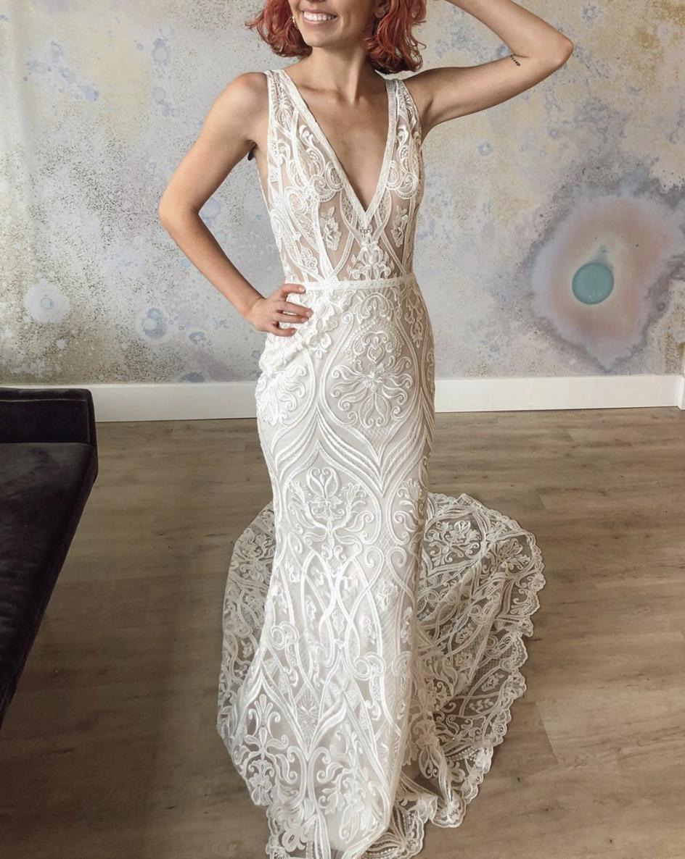 Made With Love Stella Wedding Gown At Lovely Bride Preloved Wedding Dresses Wedding Dress Necklines Necklines For Dresses [ 1186 x 944 Pixel ]