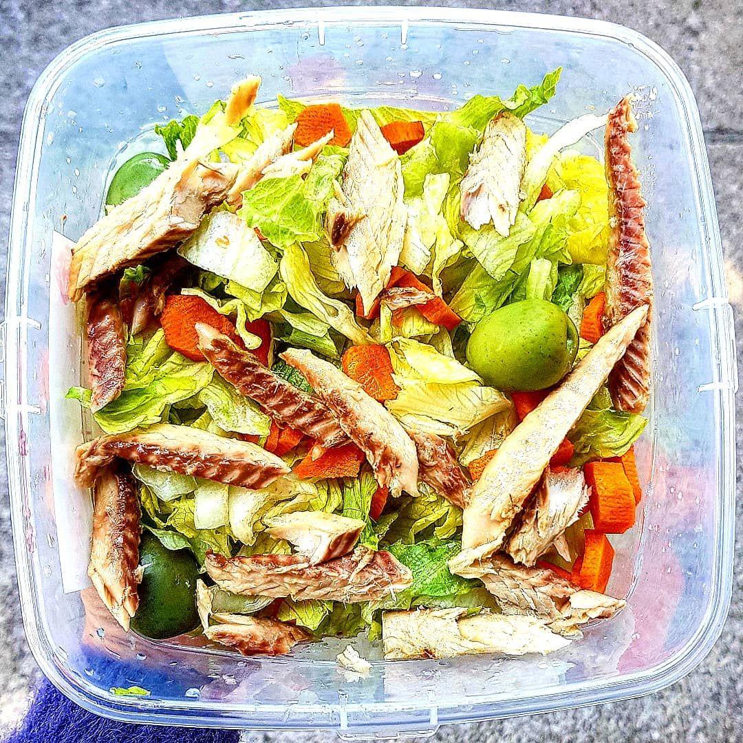 Oggi insalatona con sgombro