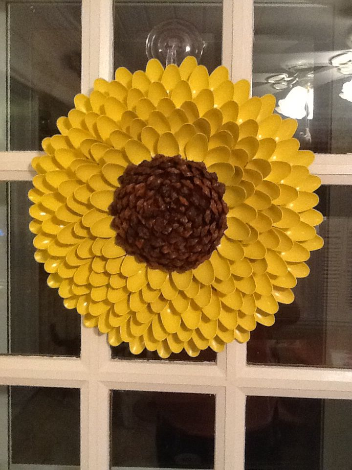 Sunflower wreath made from plastic spoons addicted to for Flowers made out of plastic spoons
