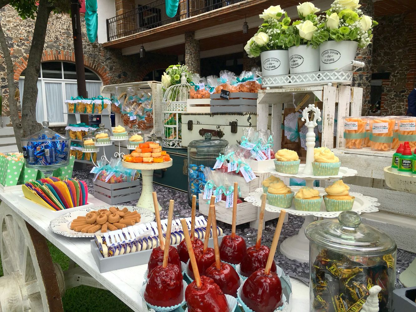 Mesa de dulces carreta de dulces vintage candy wedding for Ideas decoracion bar