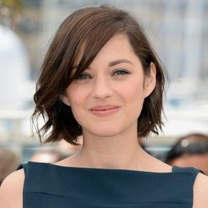 Marion Cotillard With Side Swept Bob Short Hairstyles