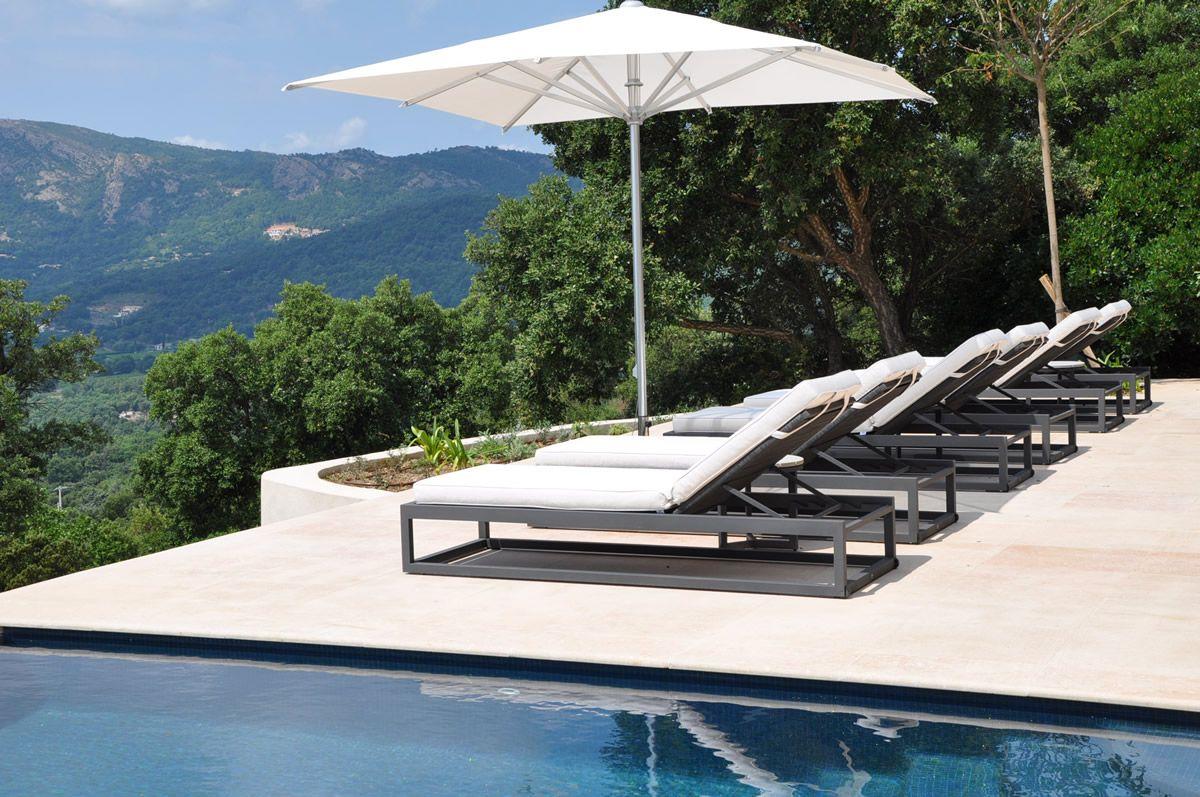 Borek calcara lounger met reflex parasol outdoor collectie