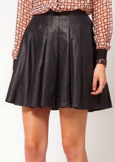 Black Pleated Short Skirt