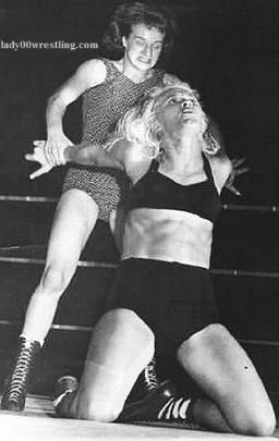 Black Vs White Women Wrestling