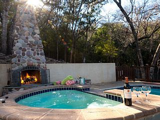 3br Soco Pool Oasis Houses For Rent In Austin Texas United States Pool Hot Tub Hot Tub Garden Pool Houses