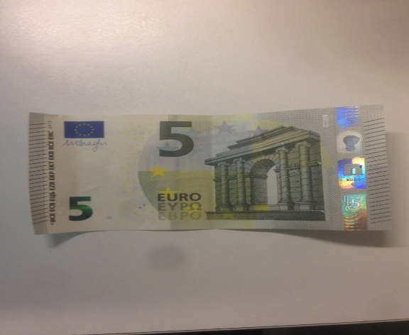 The front of the 5 euro bill features Roman(/Greek) architecture.  The Roman and Greek influence can be seen in the Ionic columns, as well as the semi-circular arch.