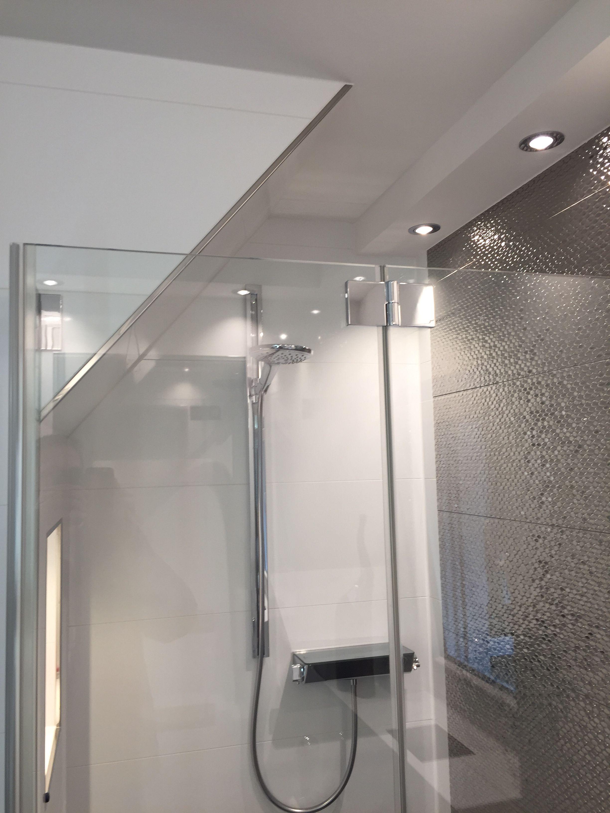 Badezimmer SchwarzWei  Kleine Bder mit Dachschrge  Badezimmer schwarz Bad mit dachschrge