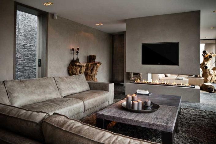 Stijlvolle woonkamer, de wanden zijn voorzien van PTMD verf. Bank ...