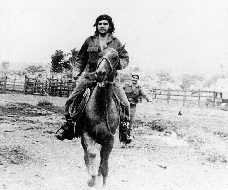 Gaucho. 1962. Una de sus visitas a la granja agroindustrial