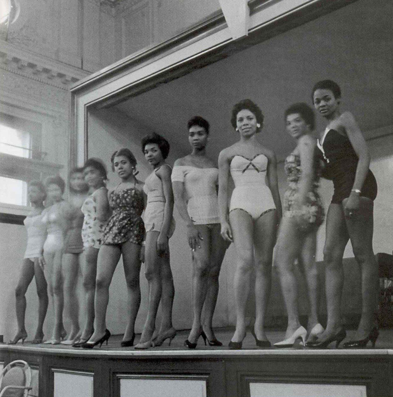 bd3eb35f2ae Black Beauty Queens, 1950s - vintage beauty and sexy women. I am digging  the bathing suits....some needs to bring them back ! #swag #beauty #vintage