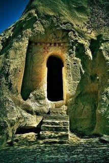 Ancient keyhole door, Cappadocia, Turkey Beautiful doors