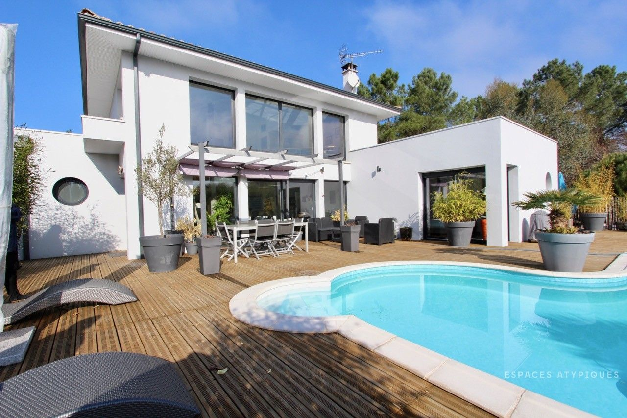 Villa Contemporaine Avec Piscine   Bordeaux