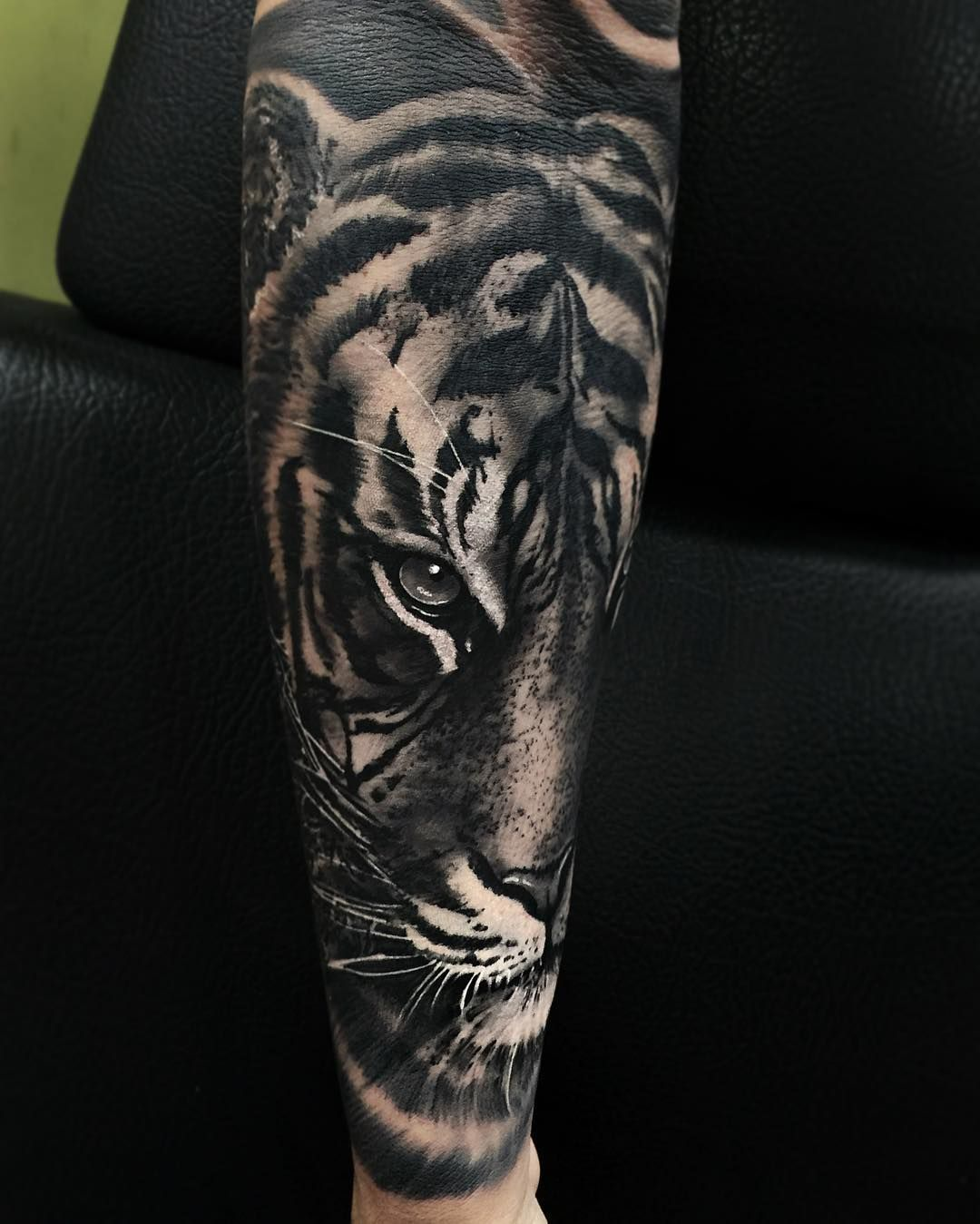 realistic tiger tattoo on sleeve tiger tattoo ideas. Black Bedroom Furniture Sets. Home Design Ideas