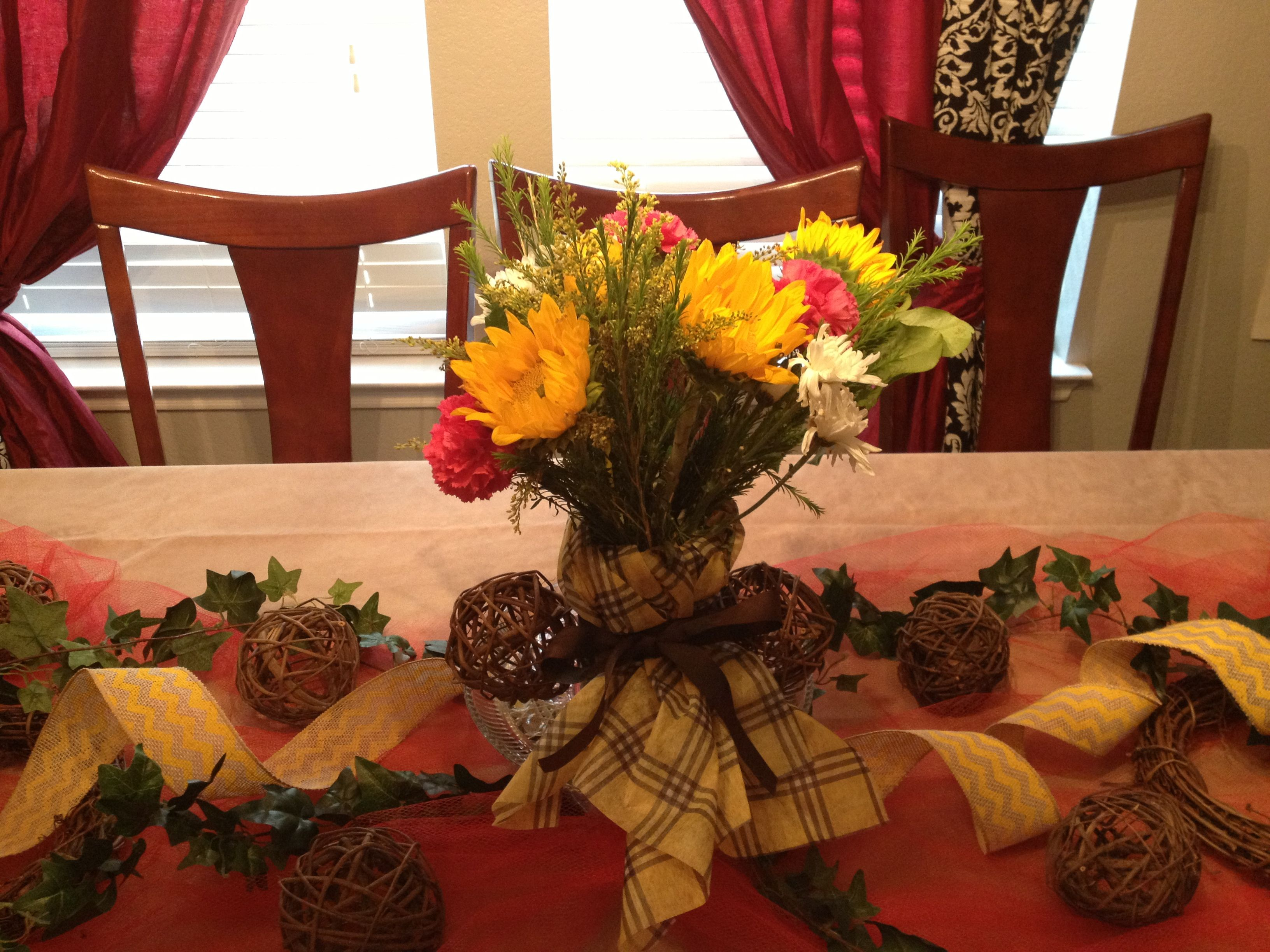 Here is another centerpiece I did for a party. Super simple, earthly and summery. :)