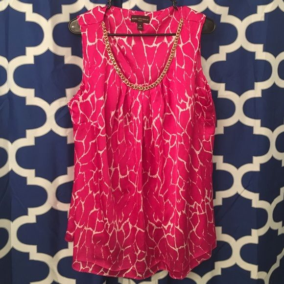 Super cute pink giraffe print top Super cute and comfortable, gold chain made on neck line. Size 1x very true to size, Dana Buchman Tops