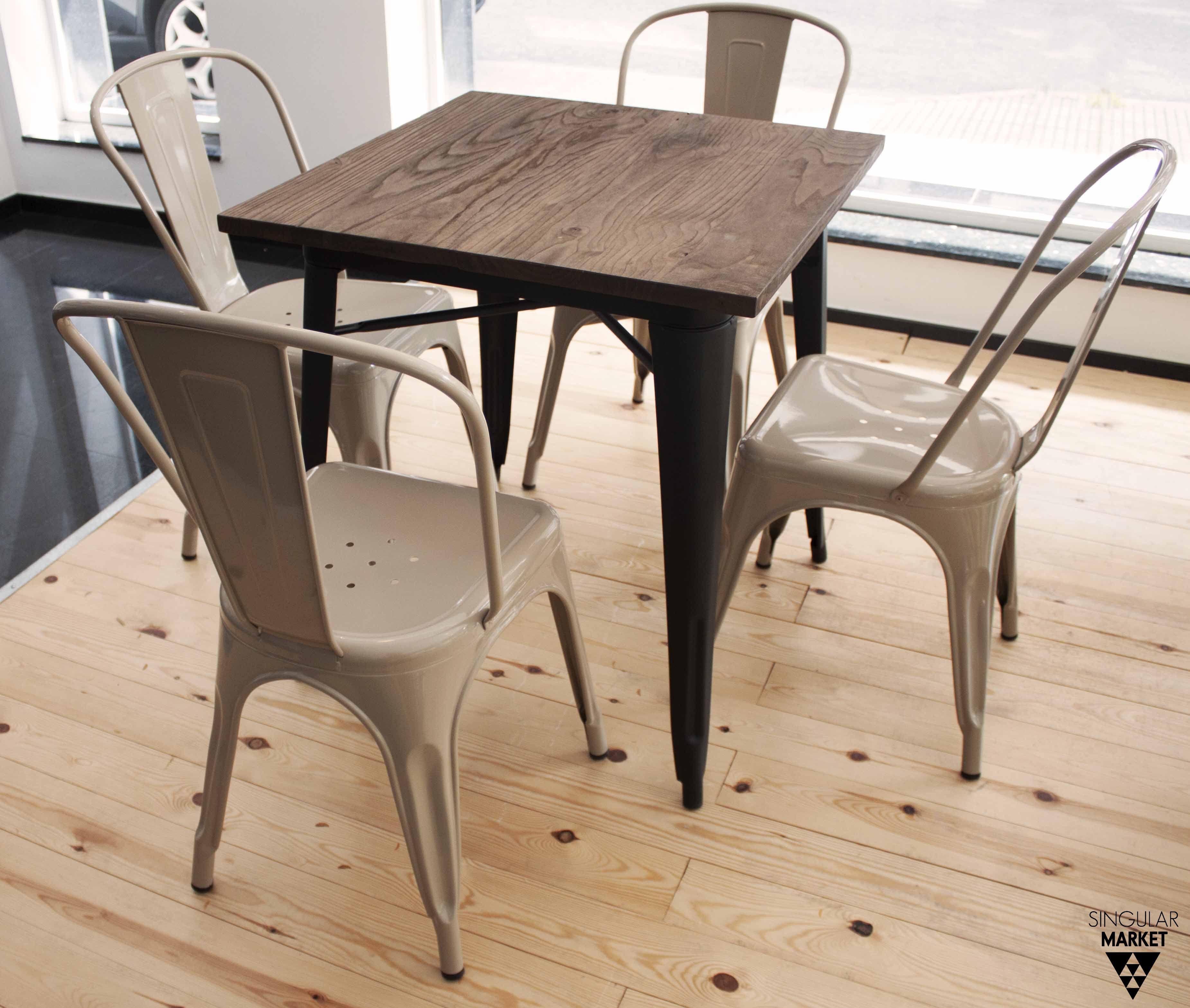 Mesa estilo tolix y sillas estilo industrial color crema