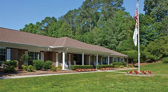 The Laurels Of Forest Glenn Is A 140 Bed Skilled Nursing And Rehabilitation Center Located In A Quiet Sub Retirement Community Retirement Living Senior Housing