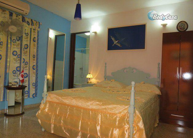 Rent a Bed and Breakfast in La Habana from €25 €150/per week€450/per month close to Revolution Plaza, Universidad de la Habana, Colon Cemetery, Parque Lennon, 19 de Noviembre