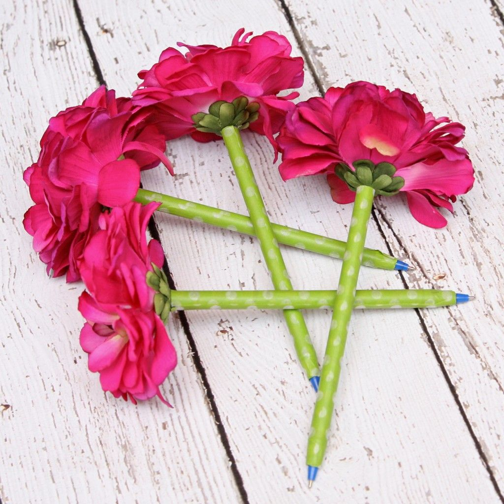 Flower pens with personalized flower pot pinterest flower pens make writing fun with easy diy silk flower pens tutorial for both pens cute personalized flower pot mightylinksfo