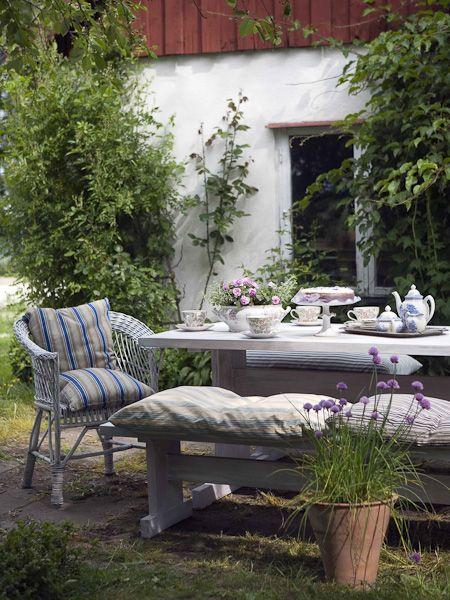 Ullamaiʝa Hannien Dejeuner Au Jardin Jardin Interieur Deco