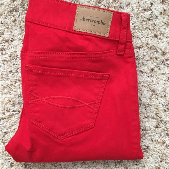 Abercrombie pants Super skinny red Abercrombie kids size 16 (or 0 regular size) pants. Never been worn Abercrombie & Fitch Pants Skinny