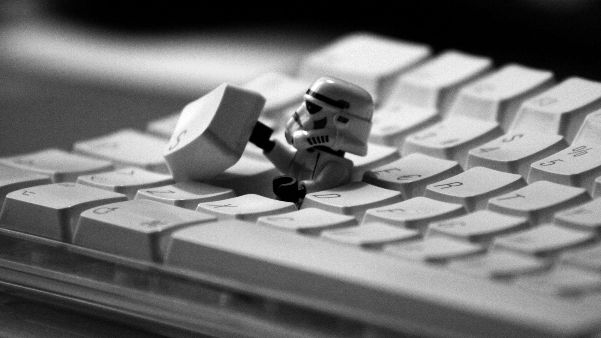 2048x1152 Wallpaper Keyboard Robot Bw Clone Lego Papel De Parede Star Wars Papeis De Parede Papel De Parede Computador
