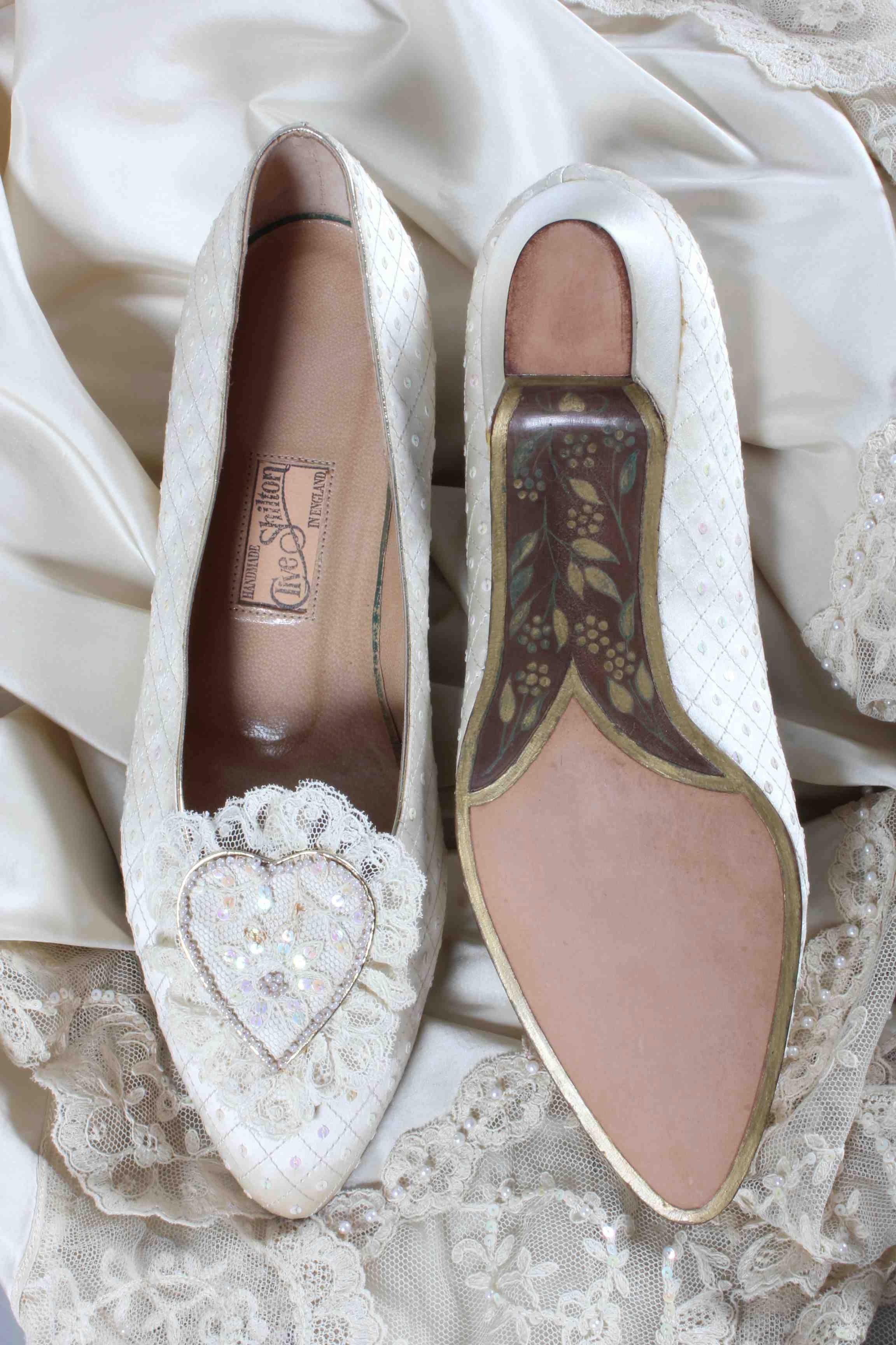All The Hidden Details On Princess Diana's Wedding Dress